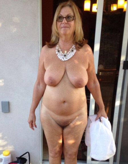 Emmanuelle dispo pour découvrir d'autres plaisirs a Arles